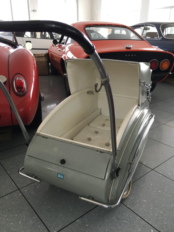 kinderwagen helvetia aus den 50er jahren. Black Bedroom Furniture Sets. Home Design Ideas